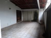Vendo casa duplex com 02 suítes, 03 quartos, sala ampla, wc social, copa, cozinha, DCE, área de serviço, 2 vagas na garagem