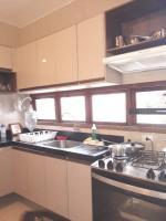 Copa/cozinha com armários projetados